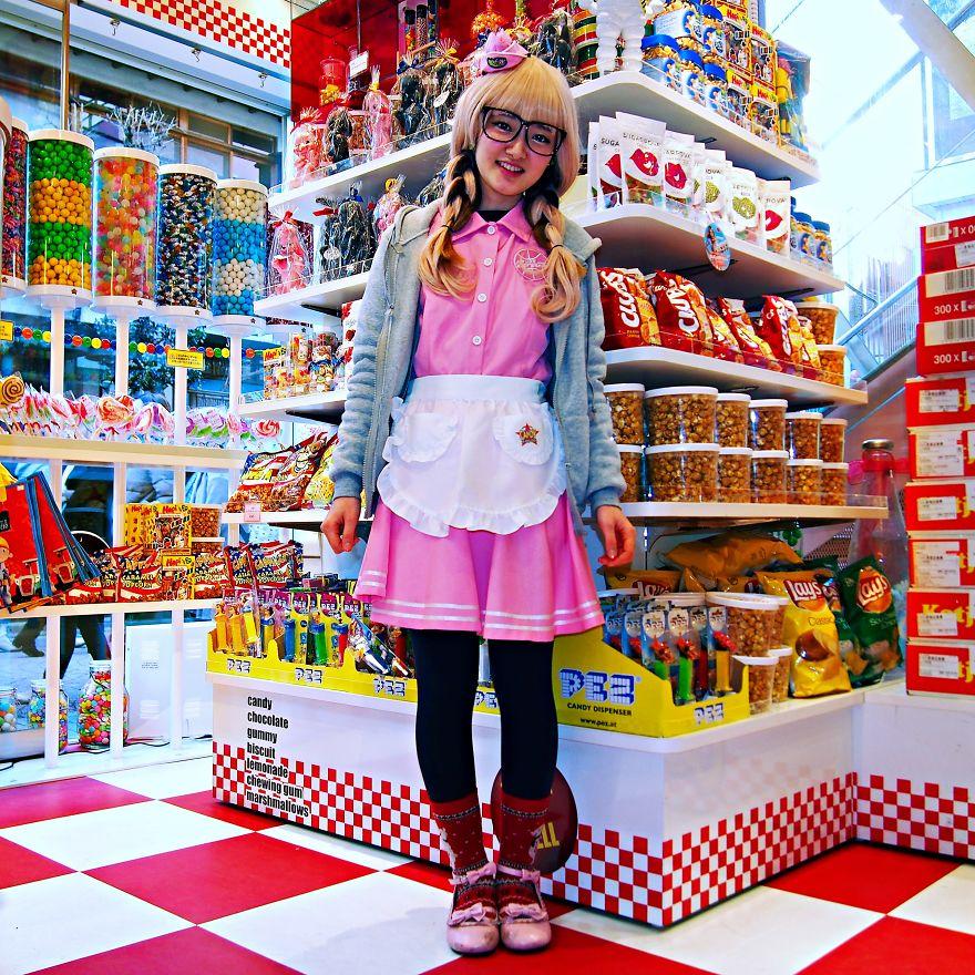 есть, смотреть японки в магазине проходят всему городу
