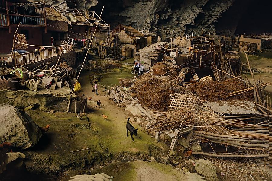 Деревня внутри пещеры